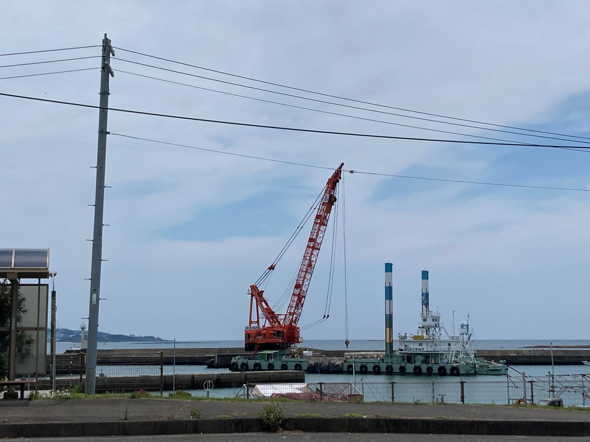 7/14 本日もみなべ堺漁港は堤防強化工事をしております。